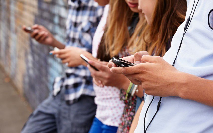 L'addiction des ados aux smartphones: pas de conclusion hâtive...