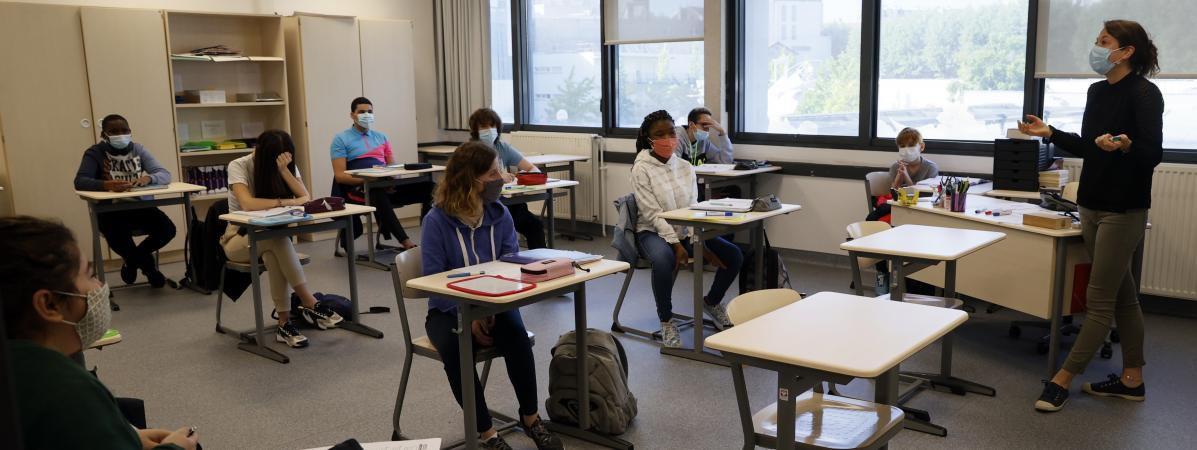 Covid-19 : le risque existe dans tous les lieux clos, dans les classes comme dans les bureaux...