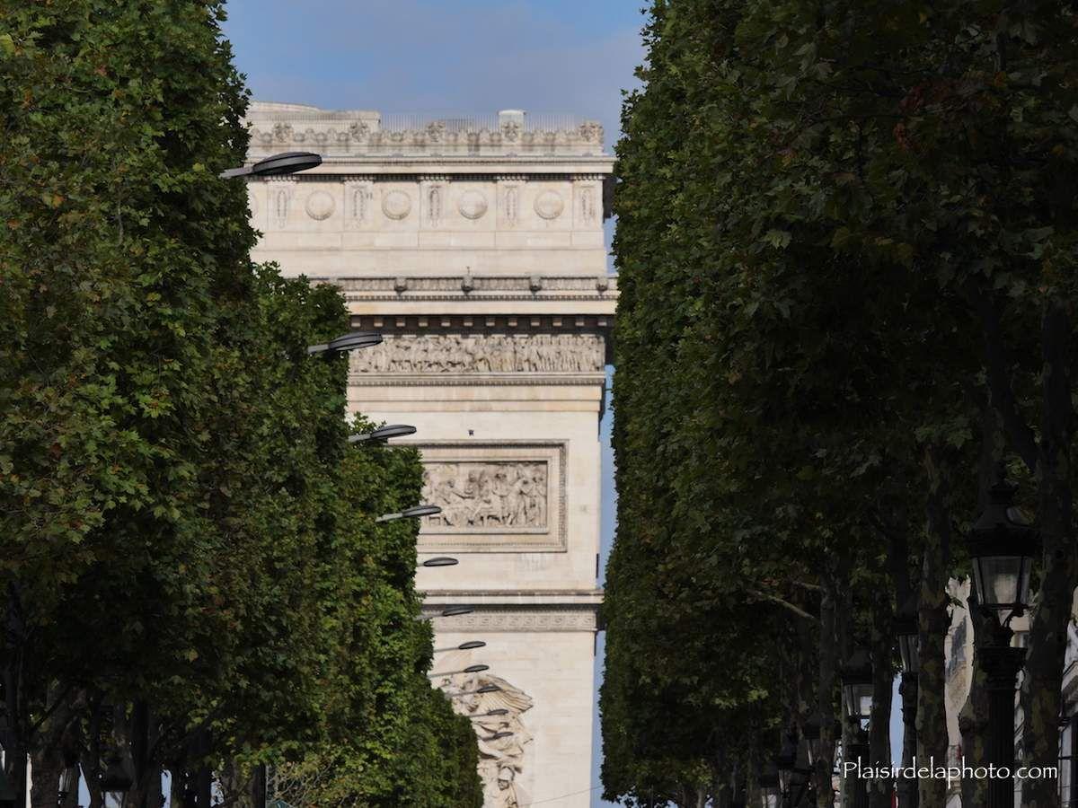 Paris - Champs-Elysées - Arc de Triomphe - Hybride Lumix GX 8 - ISO 200; 150 mm (300 mm en 24x36); f7,1; 1/300 sec. Photo non retouchée, non recadrée, compressée.