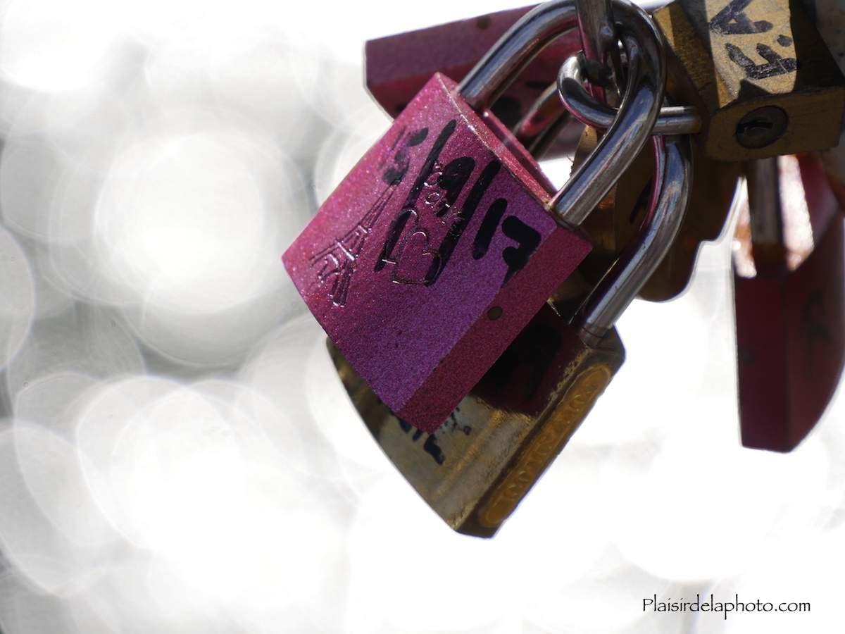 Cadenas d'amour de Paris - Hybride Lumix GX 8 - ISO 200; 140 mm (280 mm en 24x36); f5,6; 1/800 sec. Photo non retouchée, non recadrée, compressée.