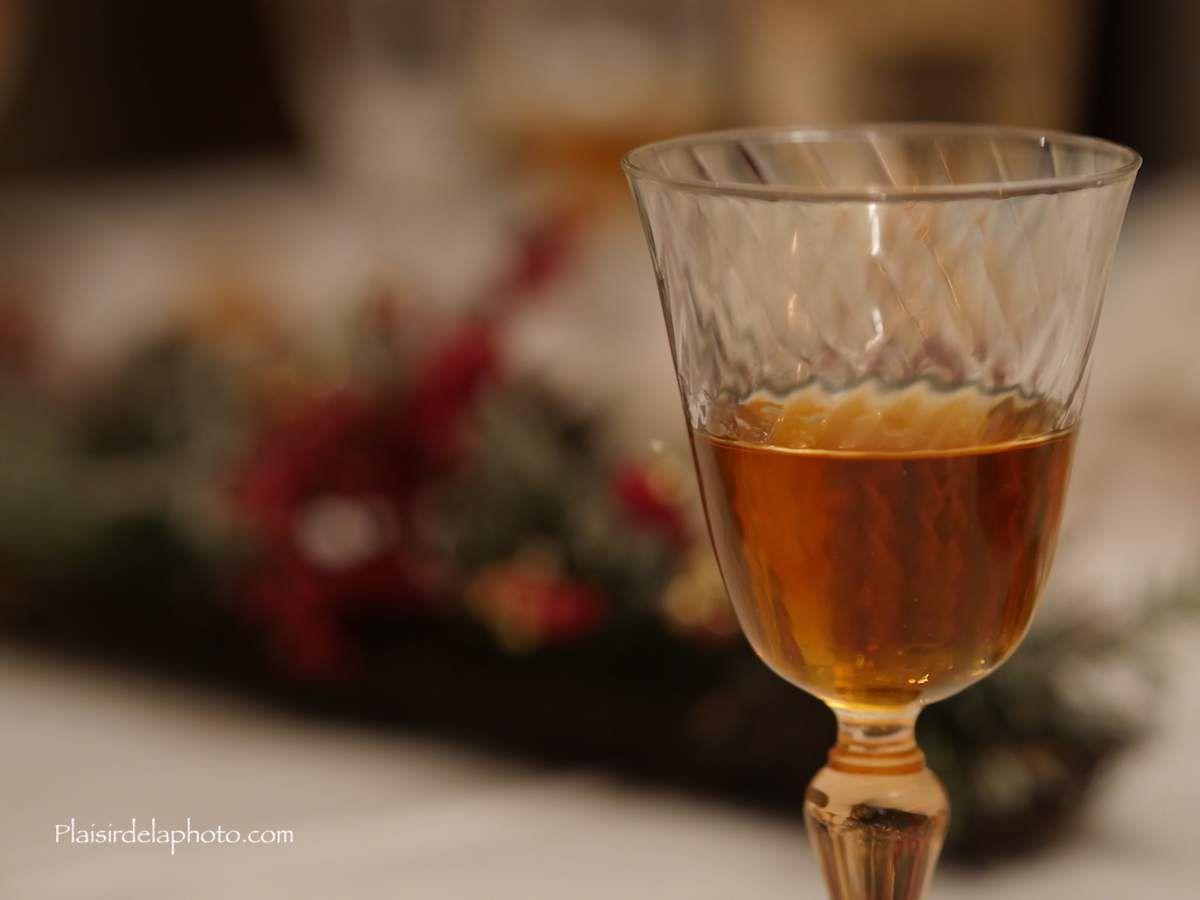 Verre de vin - Hybride Lumix GX 8 - ISO 1 250; 75 mm (150 mm en 24x36); f2,0; 1/160 sec. Photo non retouchée, non recadrée, compressée.