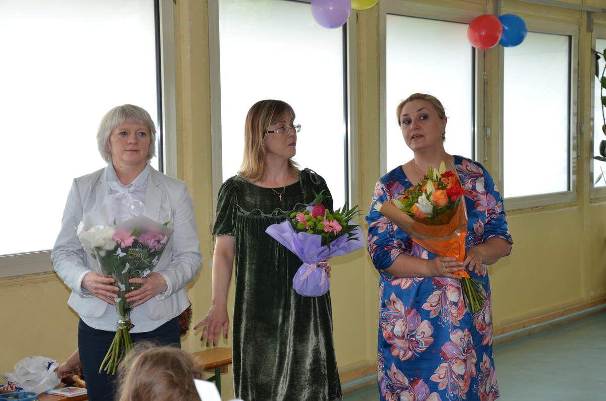 """Преподаватели """"Умки"""" (слева направо, фото 1)-Марина Будо, 1-2 й класс,Евгения Саxарова (3-5 лет), Виталина Куйо, муз.преподаватель"""