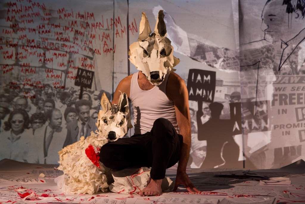 White Dog. Un univers de papier pour un roman où l'aventure personnelle de Romain Gary rencontre l'Histoire. Passionnant et magnifique.