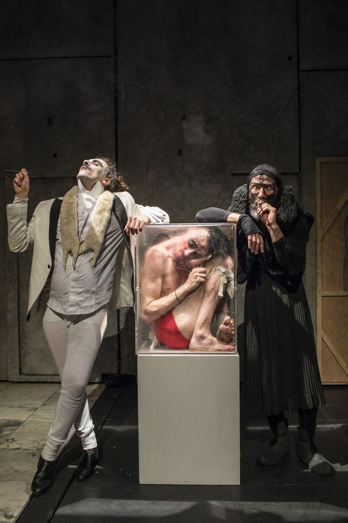 Eins Zwei Drei. Une folie baroque à la frontière du cirque, de la danse et du théâtre.