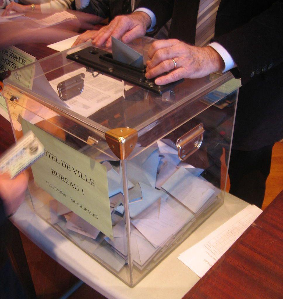 """Présidentielle 2017 : Que vaut le sondage """"interdit"""" publié cette nuit en Belgique et qui affirme que tout a changé ?"""