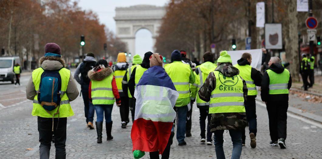 EN DIRECT - Gilets jaunes - Après leur réunion avec Emmanuel Macron, toutes les banques annoncent qu'elles annulent toutes les augmentation de tarifs prévues en 2019