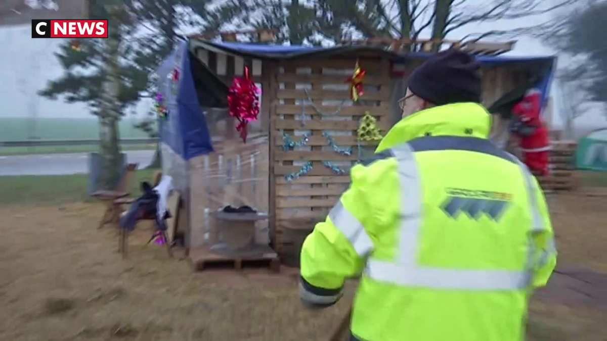 Des gilets jaunes prêts à passer Noël sur les points de blocage