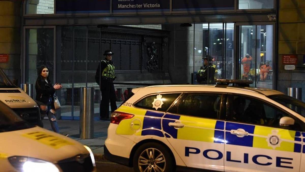 En direct - Manchester : L'homme arrêté pour avoir blessé à l'arme blanche trois personnes placé en détention en vertu de la législation relative à la santé mentale