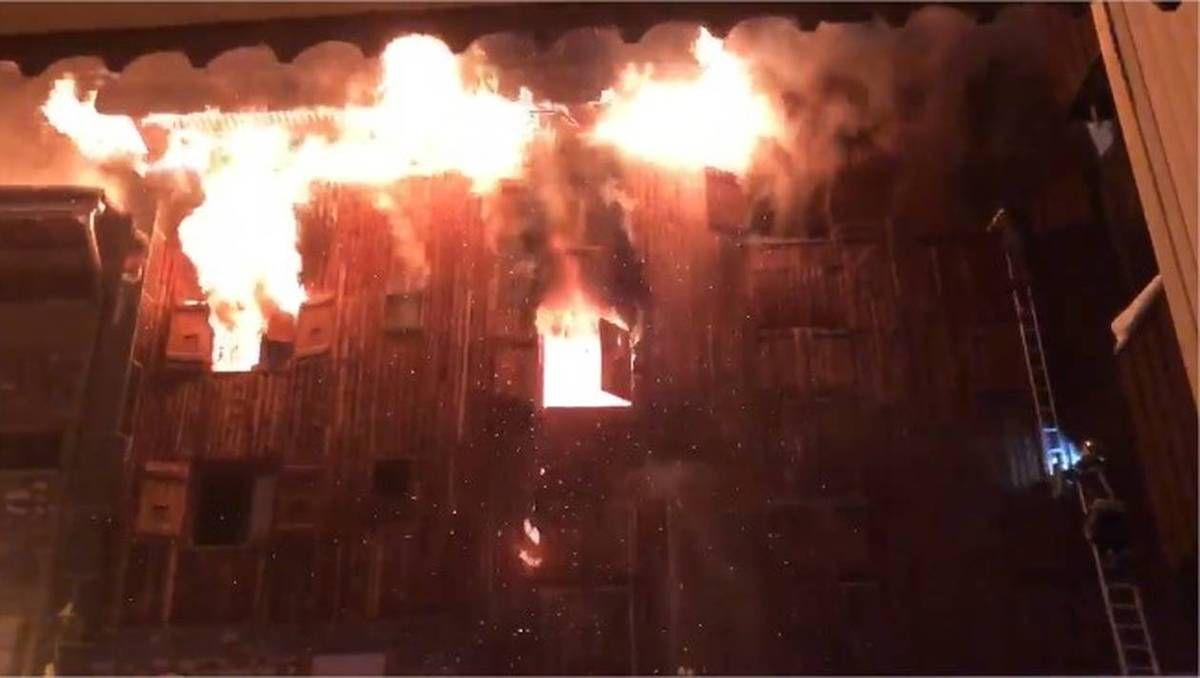 EN DIRECT - Courchevel 1850 - Gros incendie dans un immeuble qui héberge des saisonniers au centre de la station - Au moins 2 morts, 4 blessés graves et 10 blessés légers