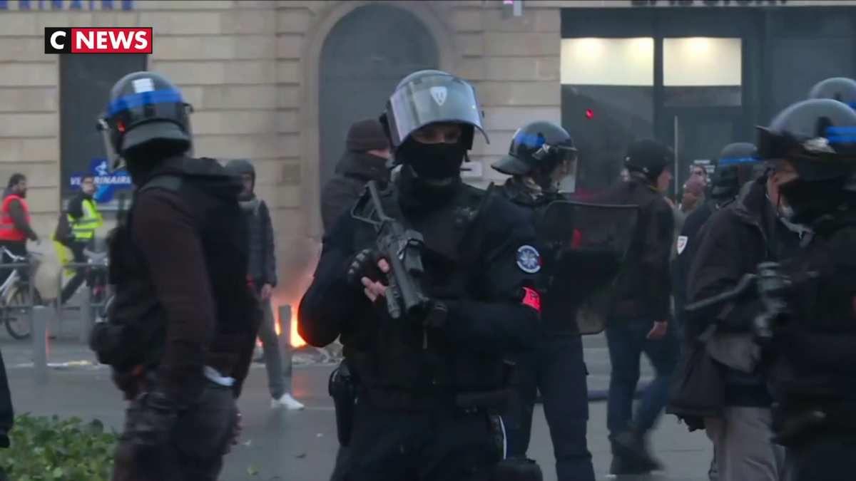 LBD : Christophe Castaner veut des caméras piéton pour les policiers