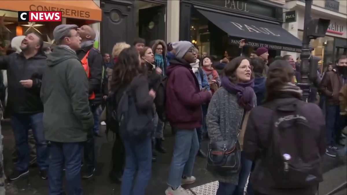 Action surprise devant le siège de la République en Marche