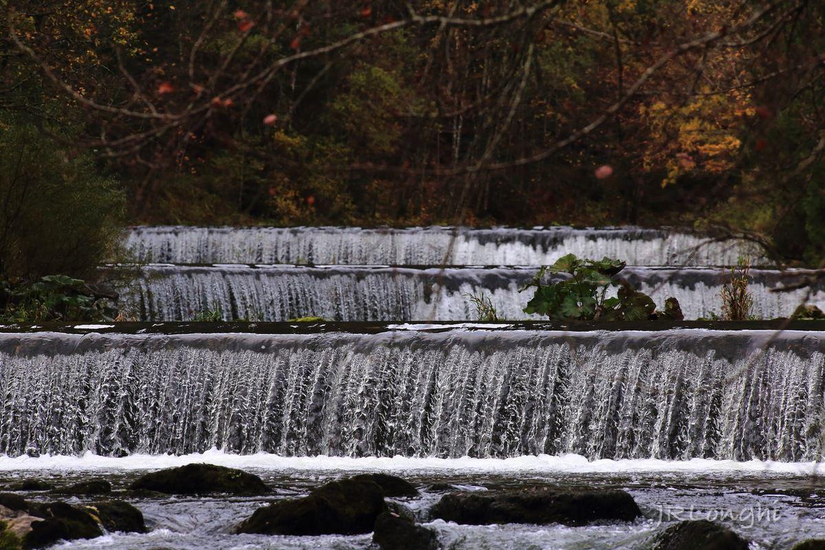 en remontant vers l'amont, succession de cascades