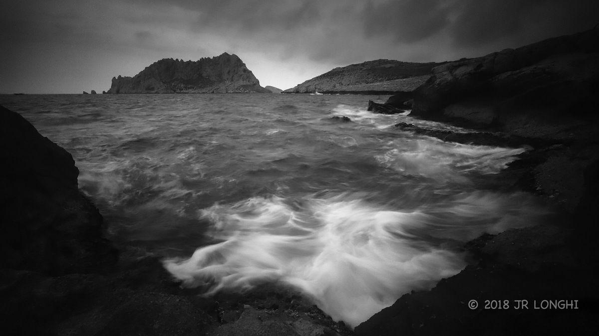 Regard sur un ailleurs, jour de gris - N°4 - Ile Maïre, vue de Callelongue - Photographie non libre de droits ©2018 Jean-Robert Longhi