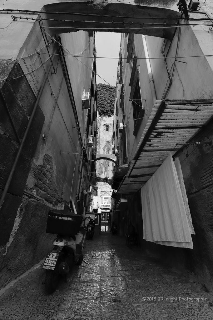 La luce e l'ombra N°1 - via Pallonetto Santa Lucia ©2018 Jean-Robert Longhi Photographie non libre de droits