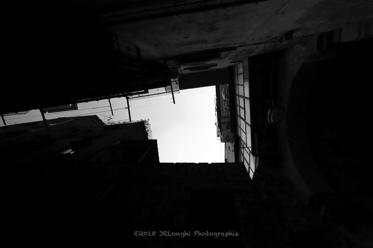 La luce e l'ombra N° 12 - Spaccanapoli ©2018 Jean-Robert Longhi Photographie non libre de droits