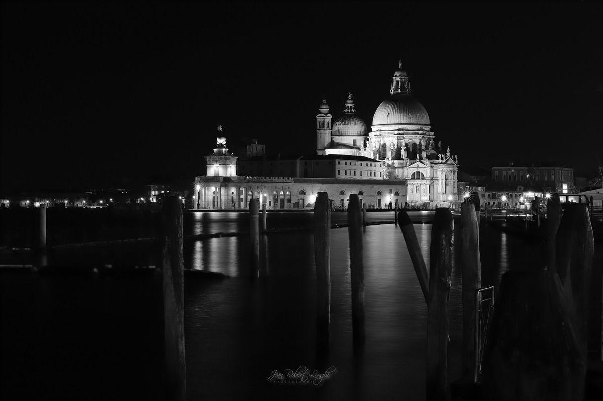 Venezia - Serenissima nell cuore della notte 6 - Basilica di Santa Maria della Salute et la Punta della Dogana ©2019 Jean-Robert Longhi Photographie non libre de droits