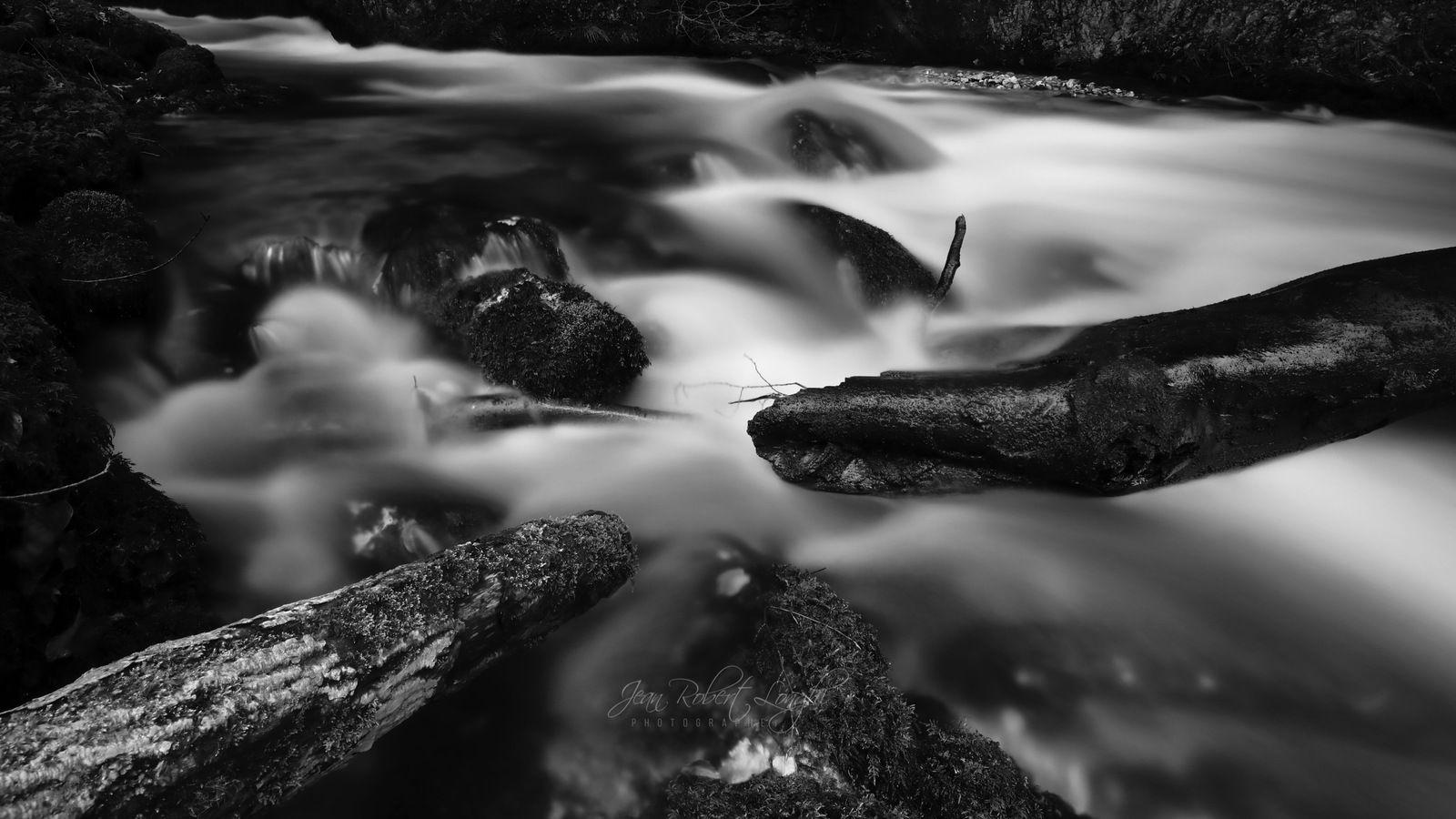 Pontet, tumulte et sérénité - 7 - ©2020 Jean-Robert Longhi Photographie non libre de droits