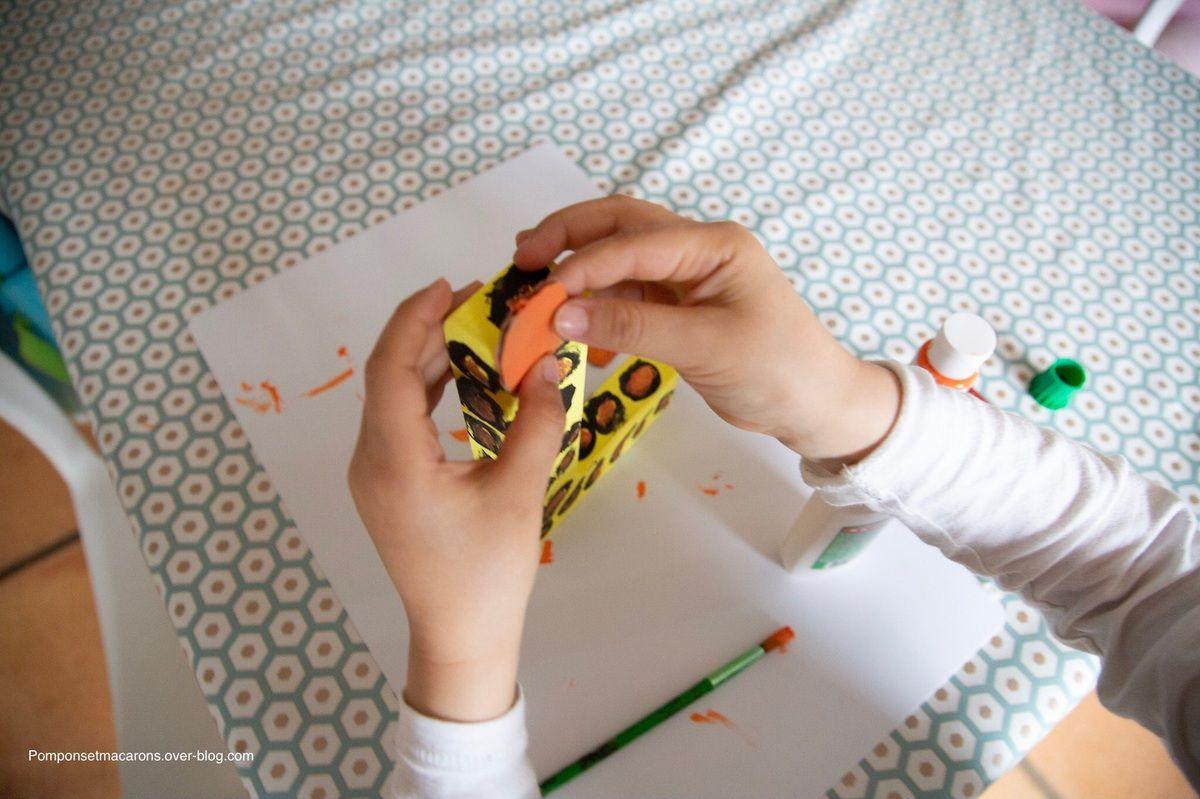 Décorer une lettre cartonnée