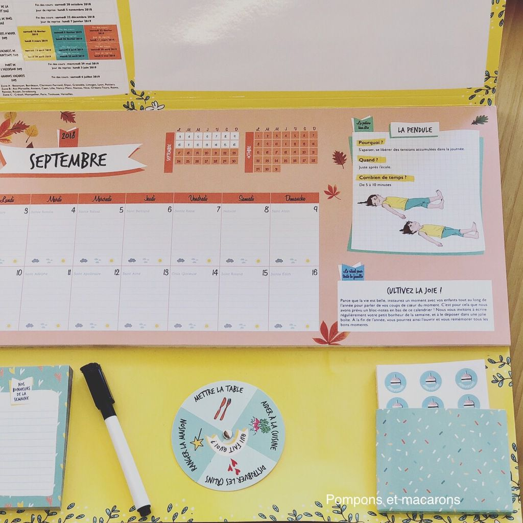 Notre nouveau calendrier avec un exemple de ce que l'on peut trouver au dos de chaque page