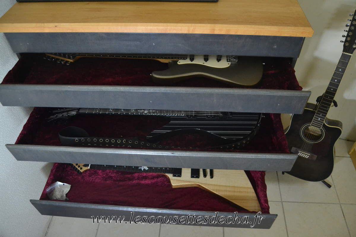 Un meuble pour les guitares de ZHomme