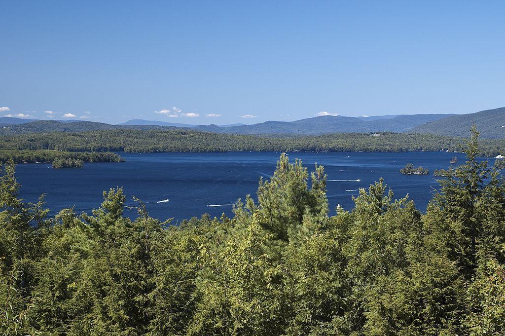(Lake Winnipesaukee, New Hampshire, photo Don Kasak, www.flickr.com, 06/09/2009)