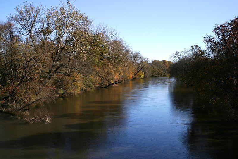 (French Broad River, Caroline du Nord, photo de Pollinator, 05/11/2006, wikipédia)