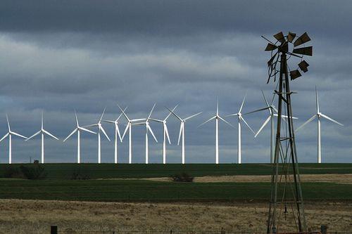 (Éoliennes dans l'Oklahoma, photo www.keepoklahomabeautiful.com)