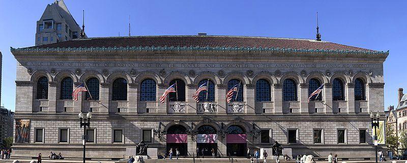 (Un bâtiment de la Boston Public Library, photo de Fcb981, 23/09/2007, wikipédia)