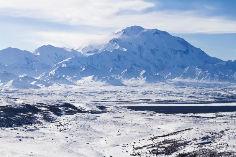 (Vue aérienne du mont Denali, Alaska, photo US National Park Service, www.nps.gov)