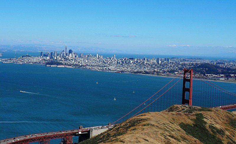 (San Francisco et le Golden Gate vus depuis Marin Headlands, photo de Noahnmf, 11/06/2017, wikipedia)