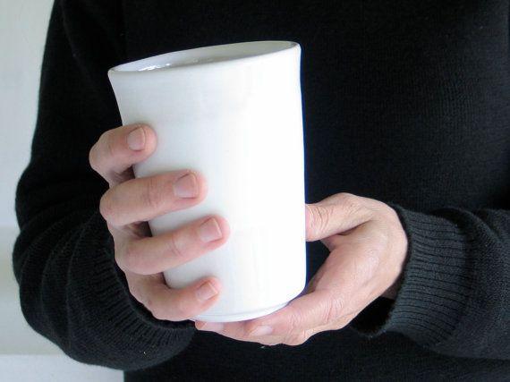 Qui dit boisson chaude dit mug! Ce gobelet de bonne contenance gardera votre tisane au chaud.