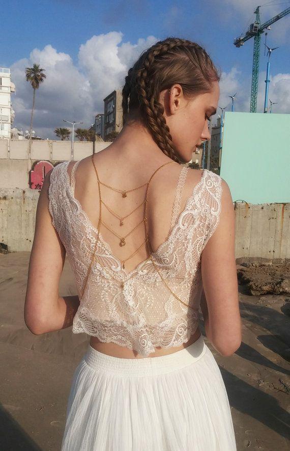 Bijou d'épaules pour habiller une robe décolletée ou un t-shirt.