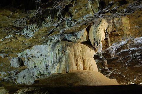 grottes-balme-stalagtites
