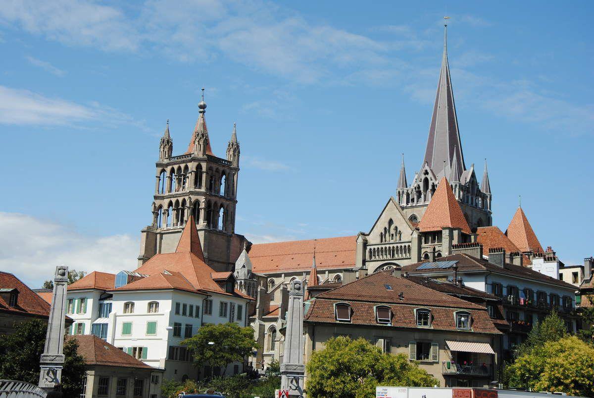 La cathédrale de Lausanne se construisait au temps où Pierre II était chanoine de Lausanne (Photo E. Coux)