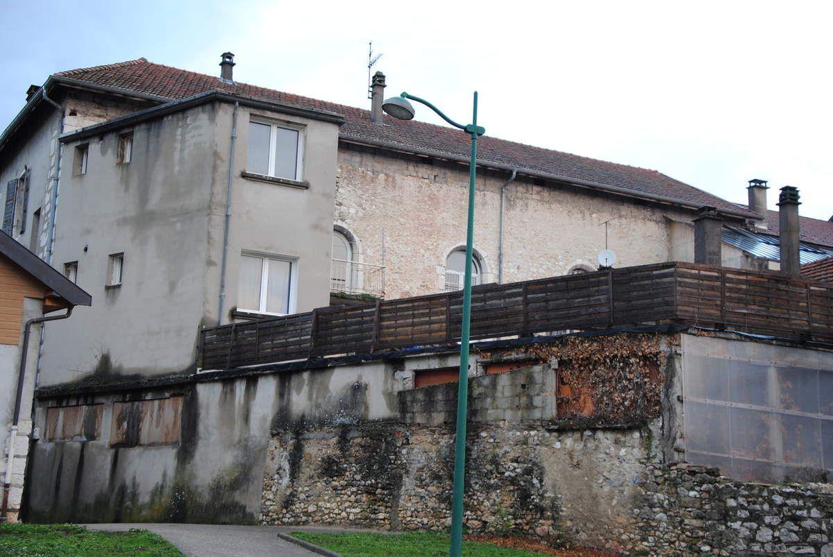 Belley, autre vue du couvent et de son église (les trois grandes baies) Photo E. Coux)