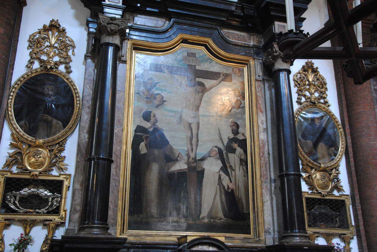 de chaque côté de ce retable figure les reliques de deux inquisiteurs : à gauche béat Pietro da Ruffino tué par les vaudois en 1365 et à droite béat Aymon Tapparelli (1495)