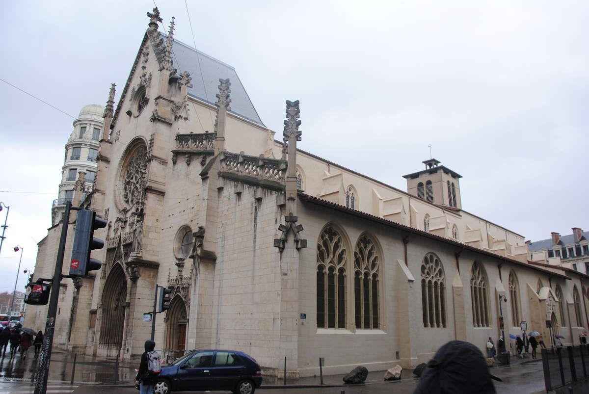 Eglise des Cordeliers de Lyon, la façade a été refaite au XXe siècle (photo E. Coux)