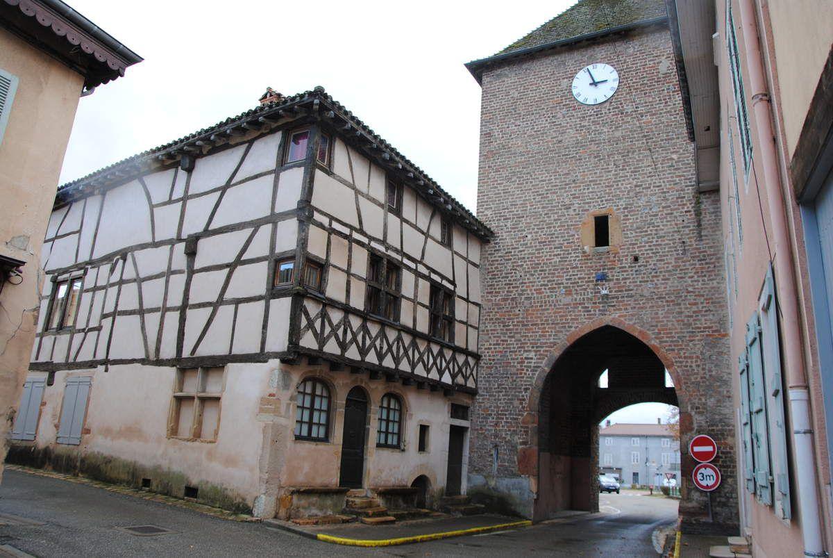 Vue de Pont-de-Veyle qui était une châtellenie savoyarde près de Mâcon et qui dépendait au spirituel du prieuré de Laiz, une dépendance de l'abbaye Saint Martin d'Ainay à Lyon (photo E. Coux)