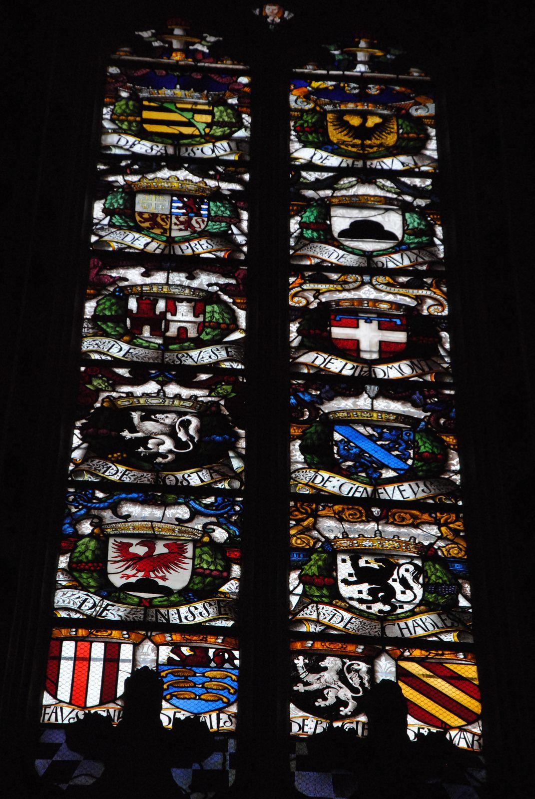 Le blason de Chypre (2e à gauche en partant du haut) comme possession de la Maison de Savoie (verrières de Brou à Bourg-en-Bresse, photo, Emmanuel Coux)