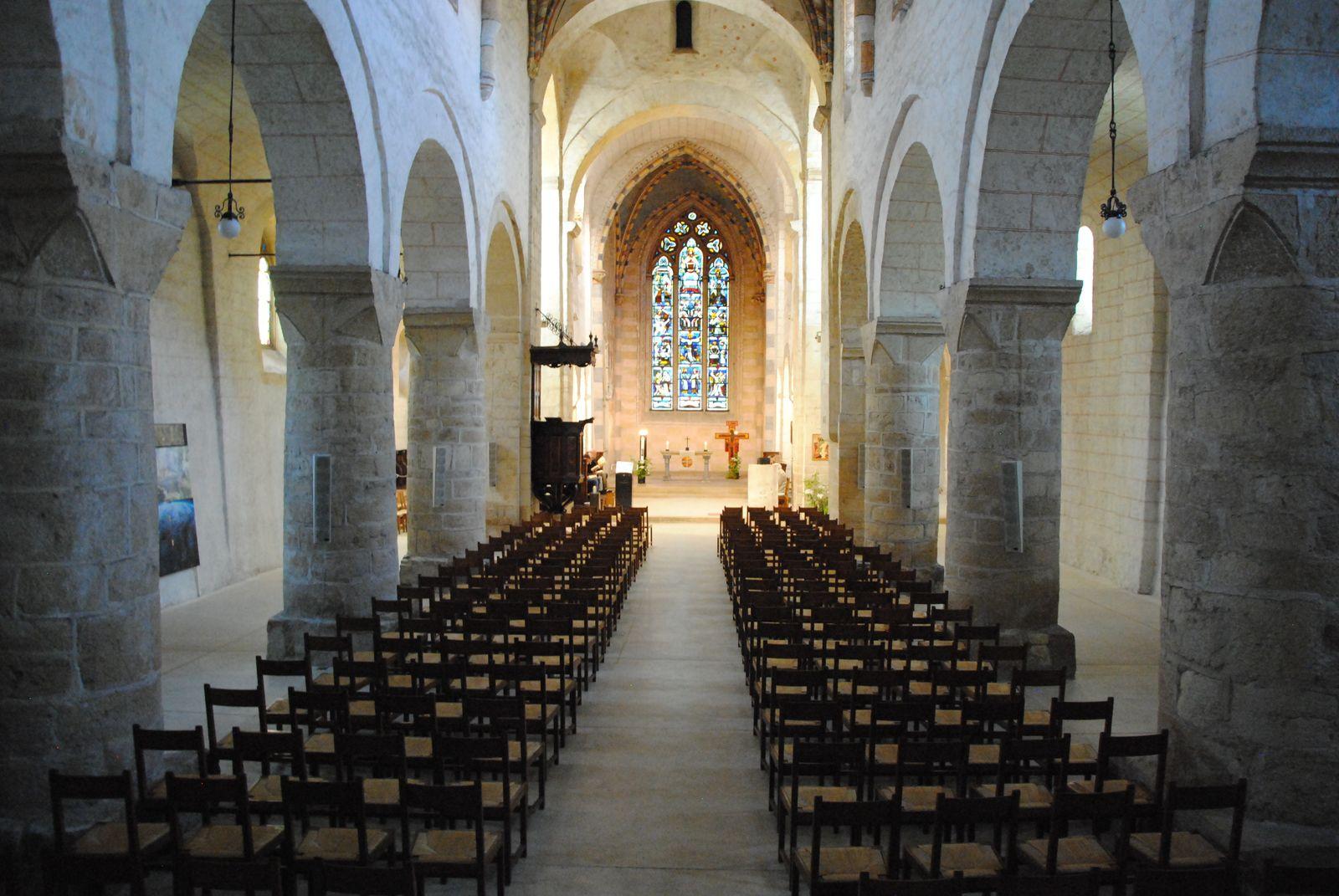 Intérieure de l'abbatiale de Romainmotier. Cette abbaye accueillit le Pape Léon IX, un des précurseurs de la réforme grégorienne (ph. Emmanuel Coux)