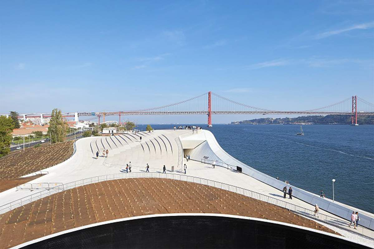 LISBON : Blue Carpet, Eurovillage, Euroclub and Eurocafé