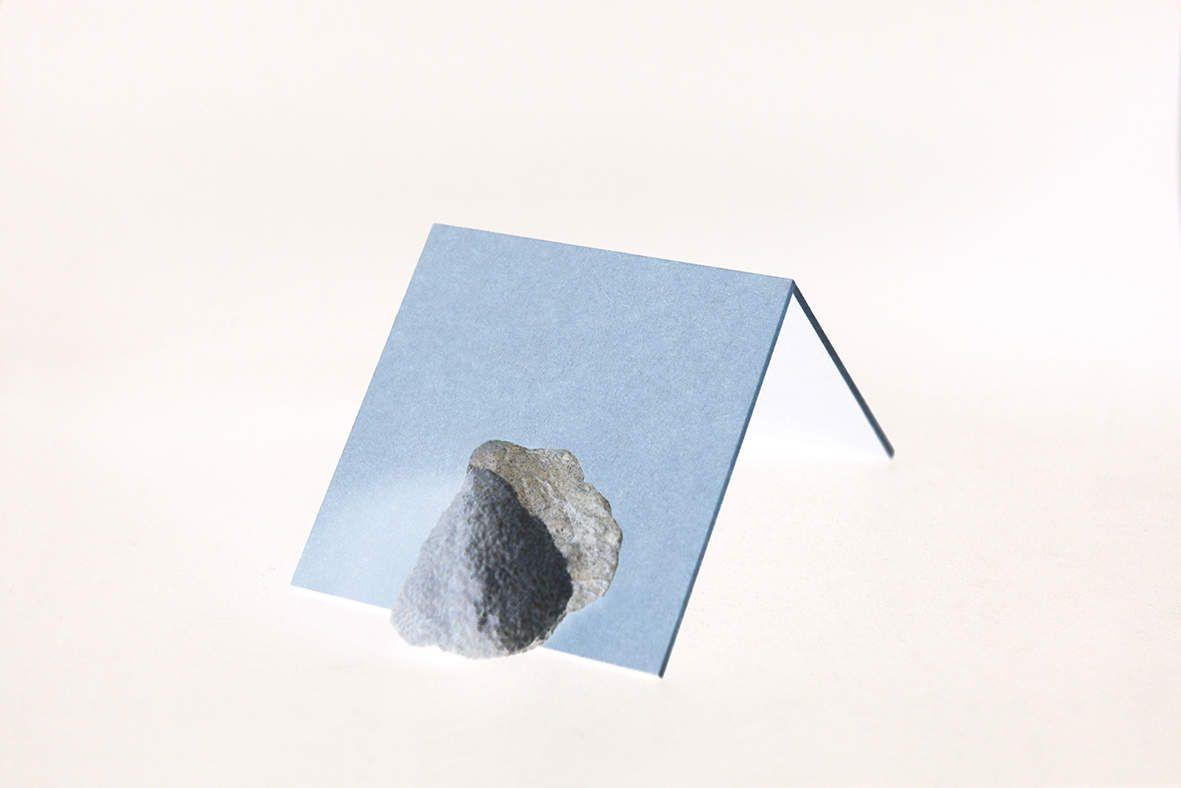 """""""Sculpture absurde10 """" 2017  Impression jet d'encre sur papier coton Hahnemühle  contrecollé sur dibond et monté sur caisson en bois teinté blanc 31 x 21 x 2 cm - 1/5 - 500€"""