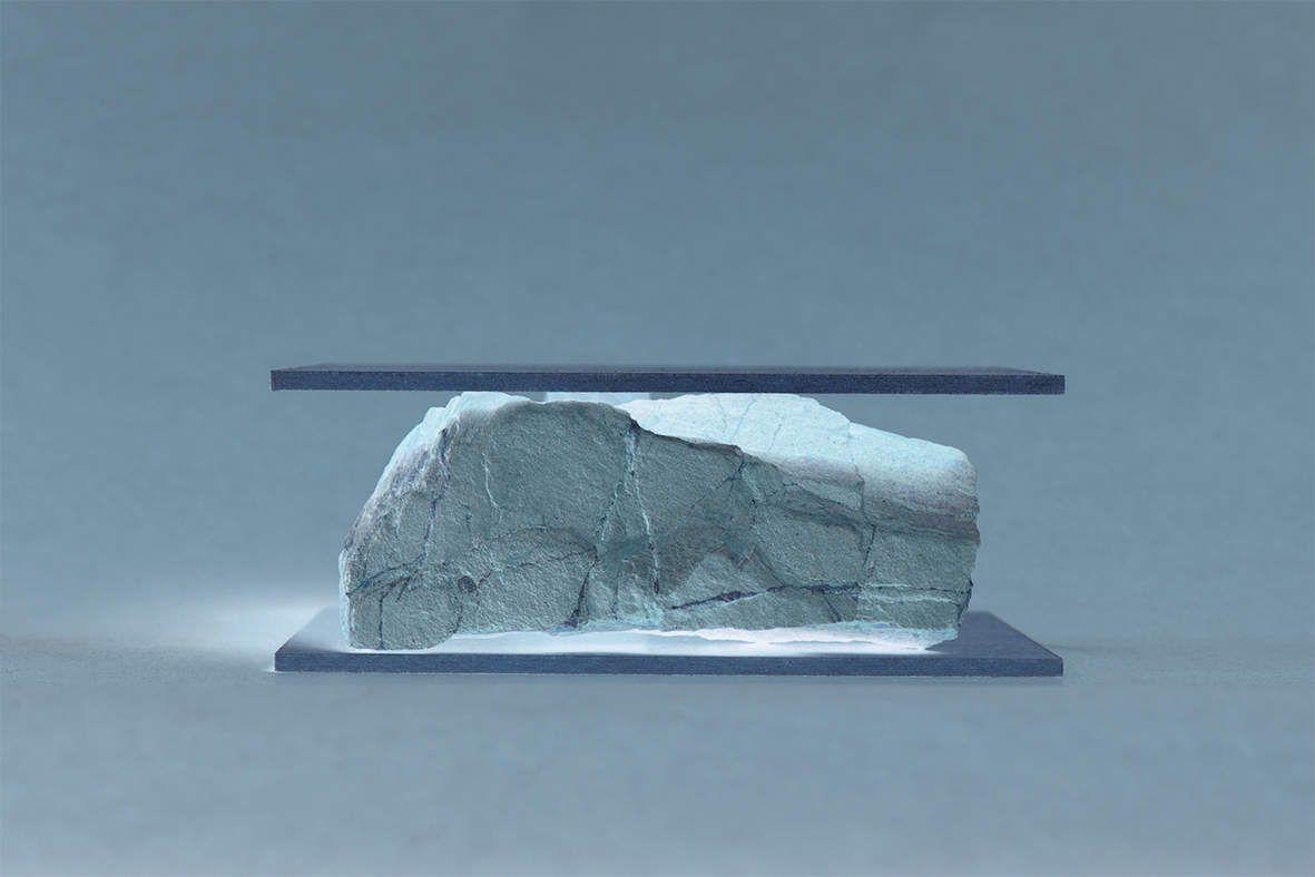 """""""Sculpture absurde 9"""" 2017  Impression jet d'encre sur papier coton Hahnemühle  contrecollé sur dibond et monté sur caisson en bois teinté blanc 31 x 21 x 2 cm - 1/5 - 500€"""