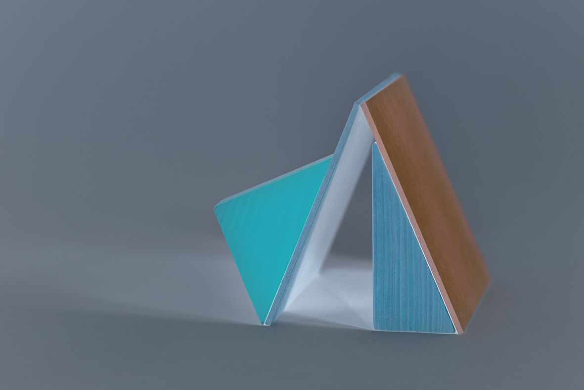 """""""Sculpture absurde 7"""" 2017  Impression jet d'encre sur papier coton Hahnemühle  contrecollé sur dibond et monté sur caisson en bois teinté blanc 31 x 21 x 2 cm - 1/5 - 500€"""