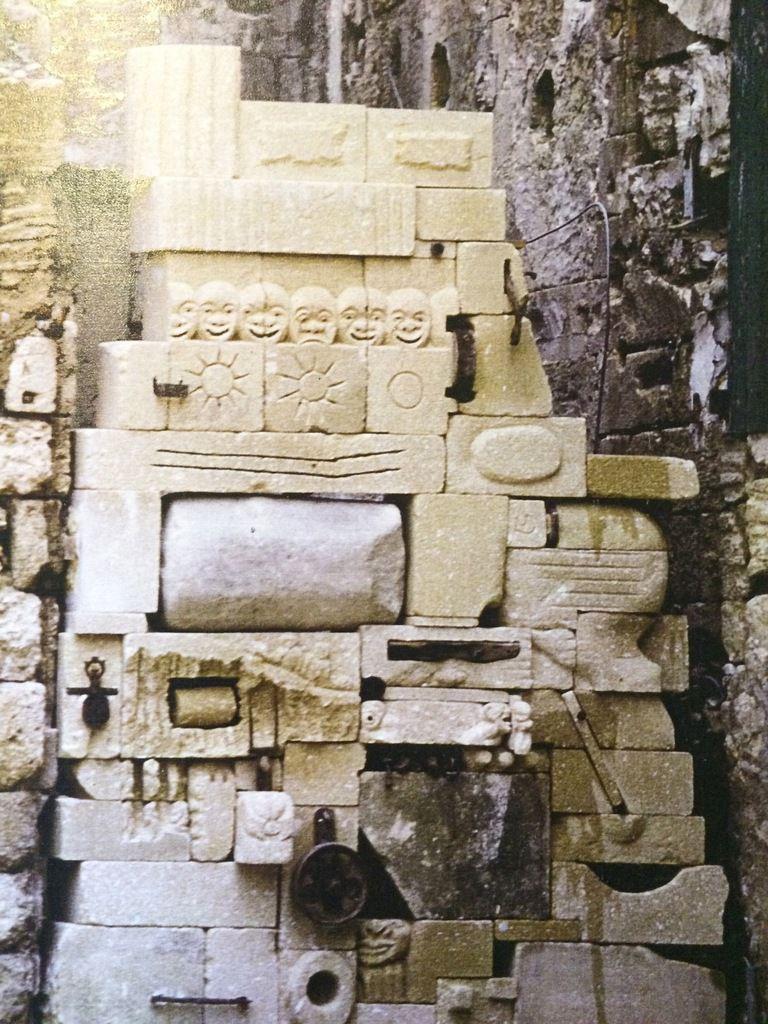 """""""matière à pensées..."""", pierre de Pondres, grès, éléments métalliques-Installation Chartreuse Villeneuve lez Avignon-1986.1987"""
