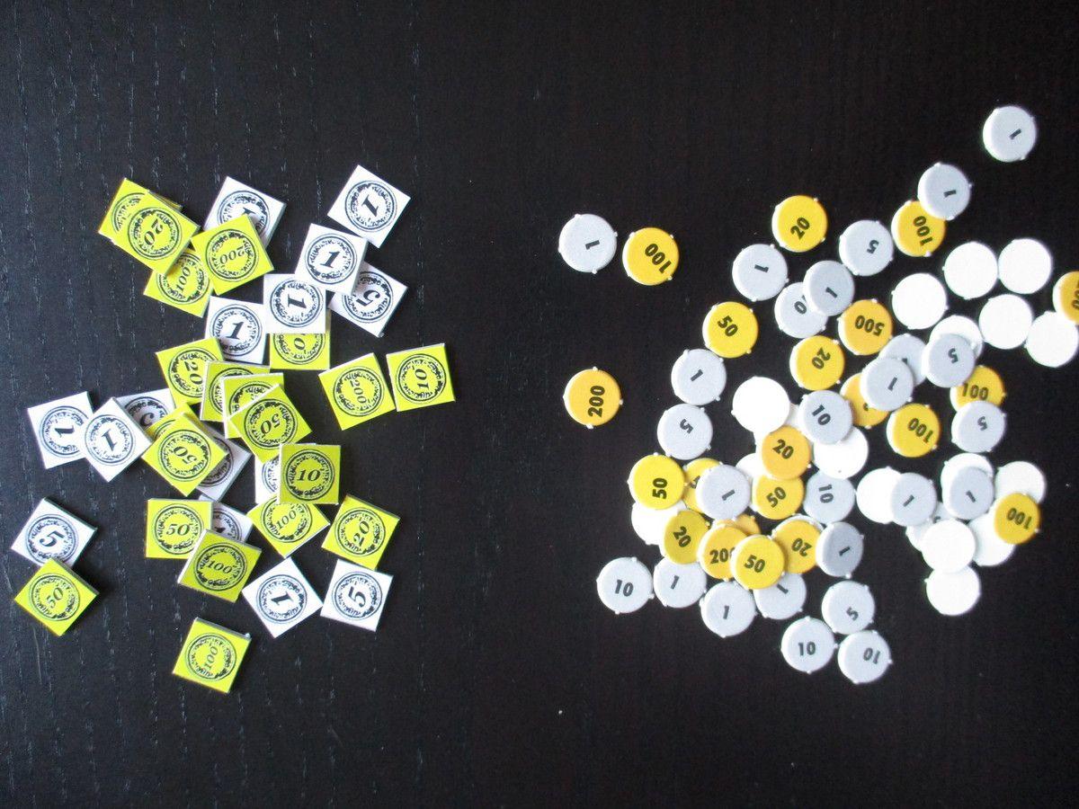 Les nouveaux pions Or placés à côté des pions originaux.