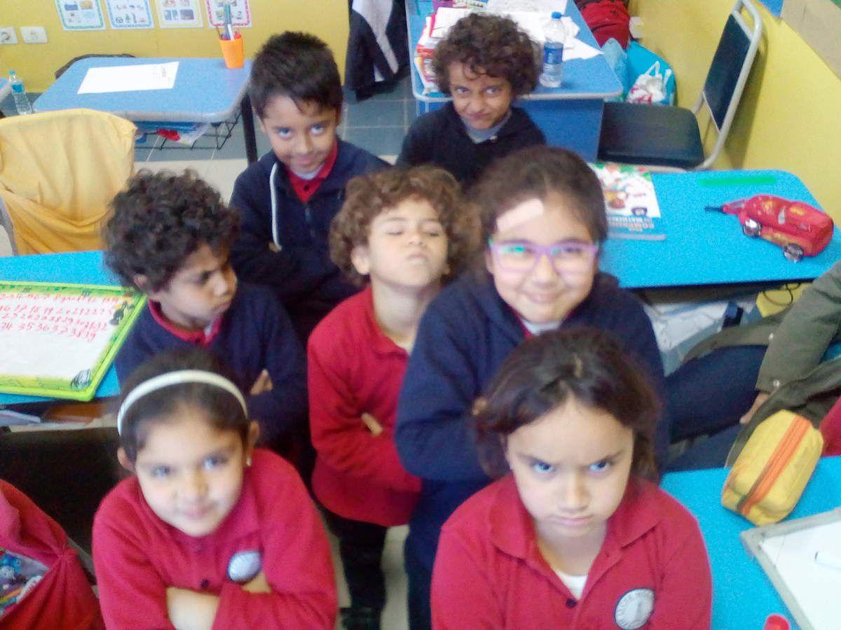 Nous les CP CE1 du Lycée Molière, on fait ce qu'on veut de nôtre maîtresse, ou alors c'est elle mais on est heureux ...