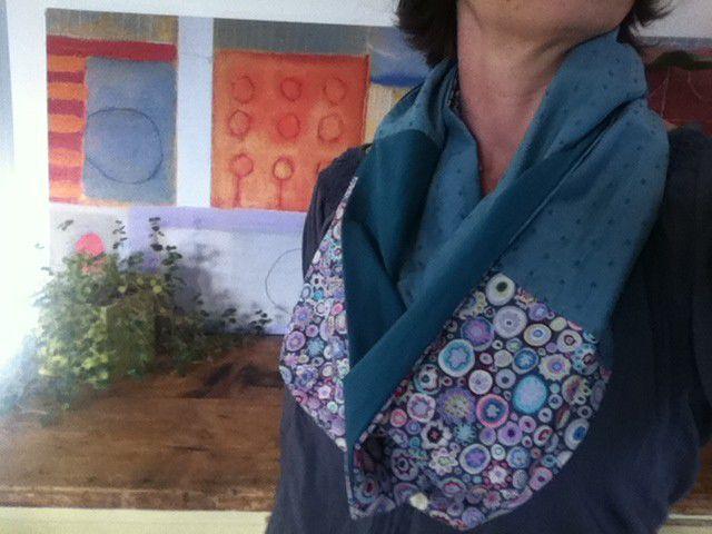 Tuto couture : réaliser un snood tissu réversible , en suivant ses explications gratuites !