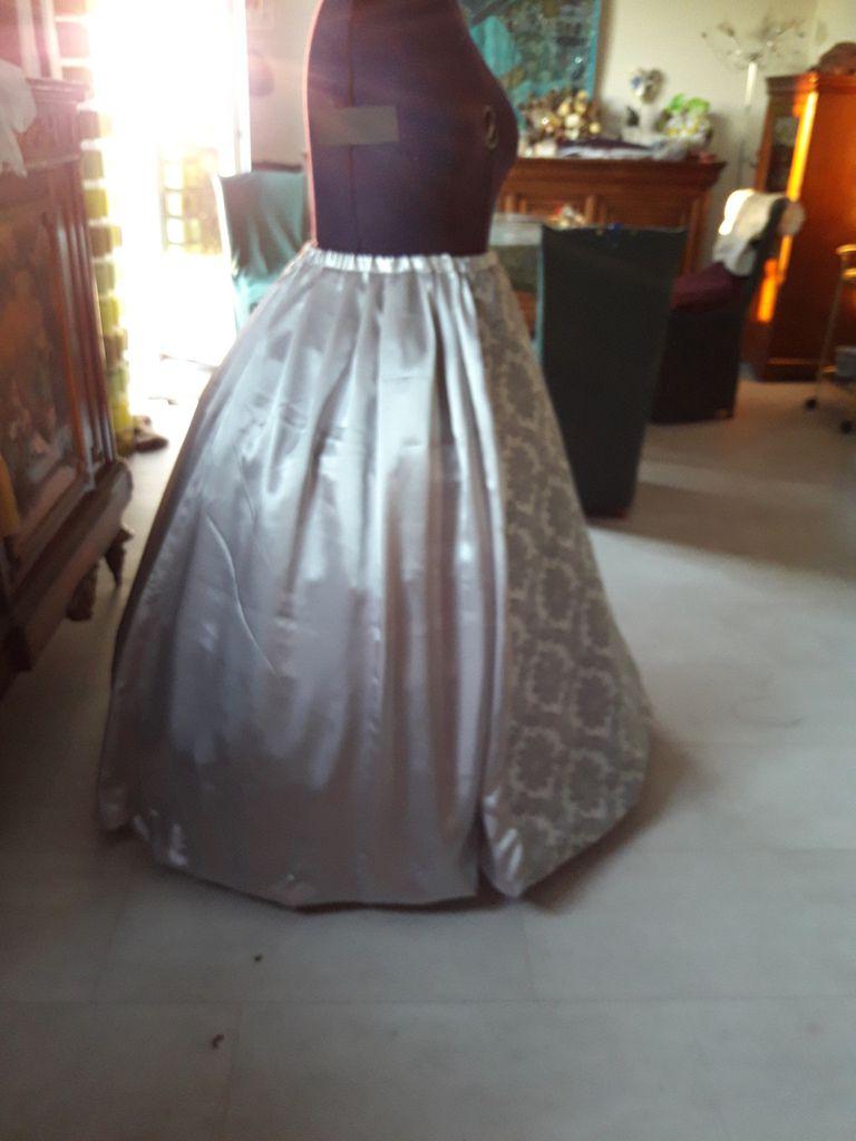 Robe Baroque bordeaux et grise