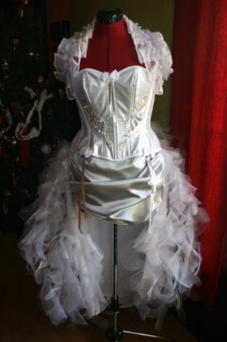 modèle de la jupe (désolé la photo de la jupe terminée n'est pas encore disponible. Vous pourrez voir l'ensemble dans le photoshoot)